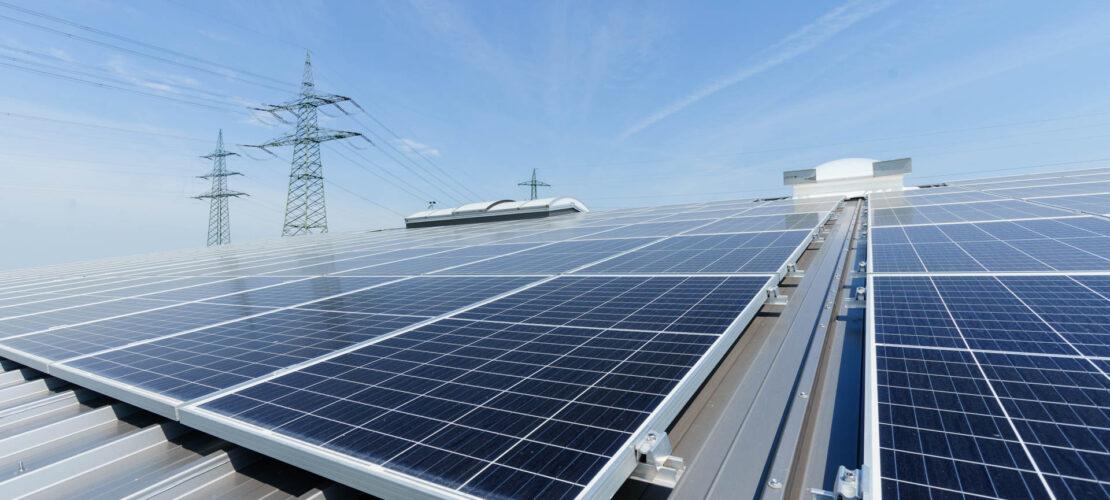 nimble_asset_Abbildung-1_Photovoltaik-Module-bei-Gewerbekunden_ADREX_05554